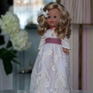 Muñeca con vestido de comunión 010 de Alhuka colección 2020