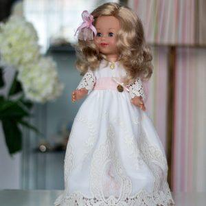 Muñeca con vestido de comunión 011 de Alhuka colección 2020