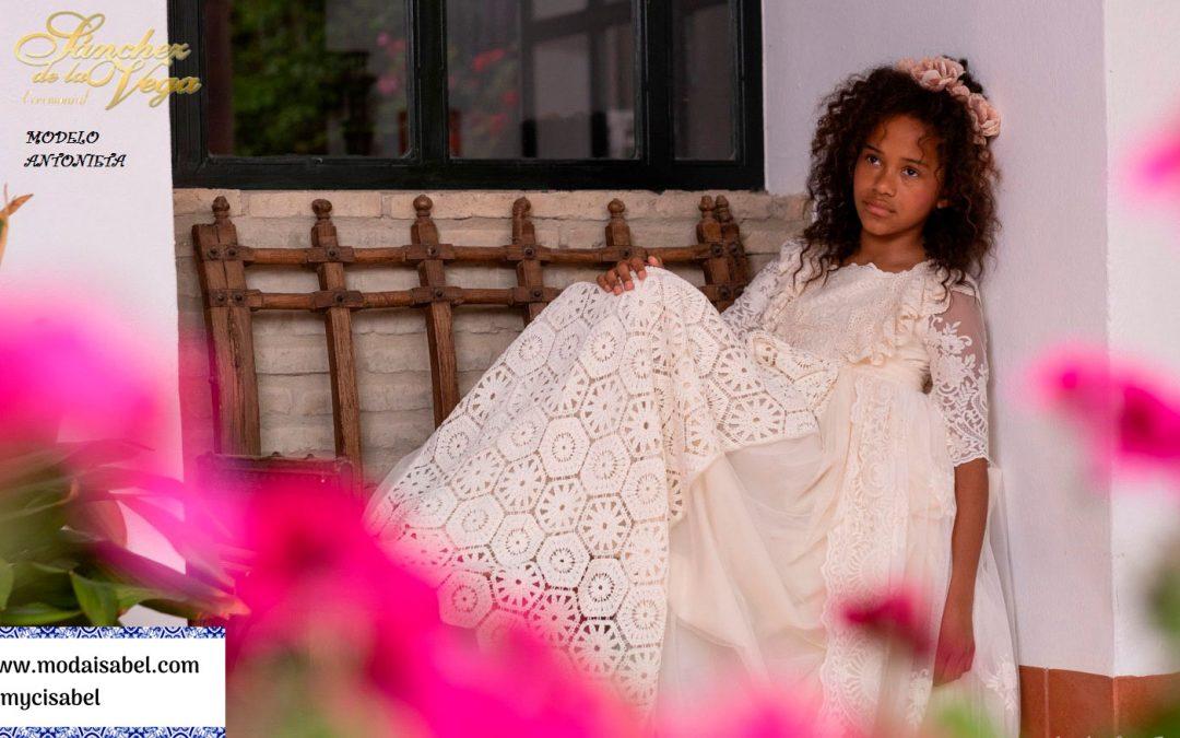 Sánchez de la Vega: colección El jardín de las ninfas, disponible en nuestro catálogo de vestidos de comunión 2022